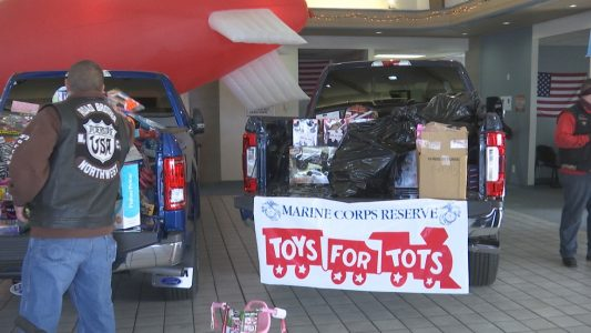 Motorcycles Presiodent Toys For Tots : Motorcycle santas ride to help toys for tots kobi tv