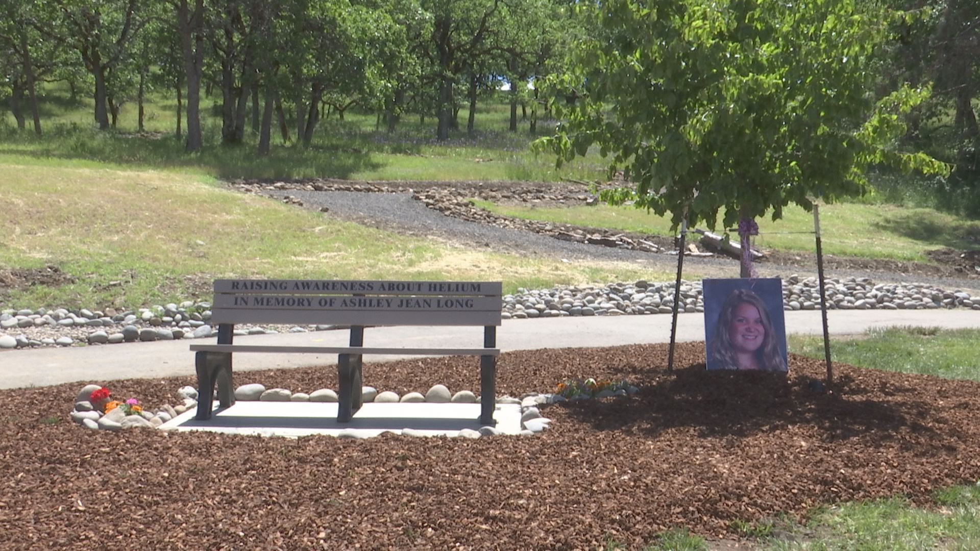 Park Bench In Eagle Point Dedicated To Young Girl Kobi Tv Nbc5