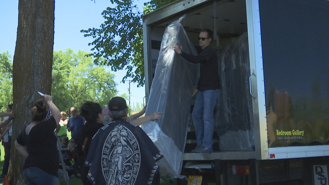 Operation Love Thy Neighbor Gives Away 60 Beds In Klamath Falls Kobi Tv Nbc5 Koti Nbc2