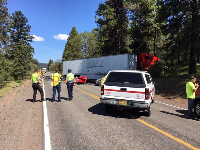 Fatal crash closes Highway 140 near Klamath Falls